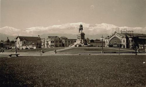 Plaza Italia con Estación Pirque